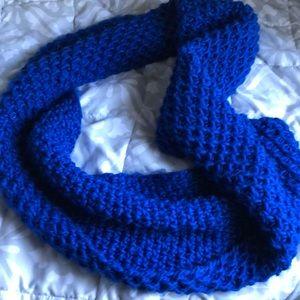 Warm infinity chunky scarf
